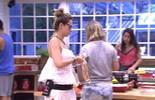 Ana Paula alfineta, mas Juliana permanece em silêncio