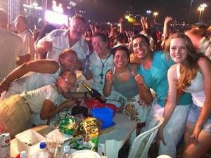 A família de Vanice Loose chegou cedo e garantiu um bom lugar para acompanhar os shows (Foto: Vinicius Rebello/G1)