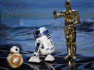 BB-8, R2-D2 e C-3PO, personagens de 'Star Wars', no palco do Oscar 2016
