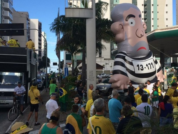 VILA VELHA - ES: Protesto neste domingo (31) pede a saída definitiva de Dilma  (Foto: Guilhereme Ferrari/ A Gazeta)
