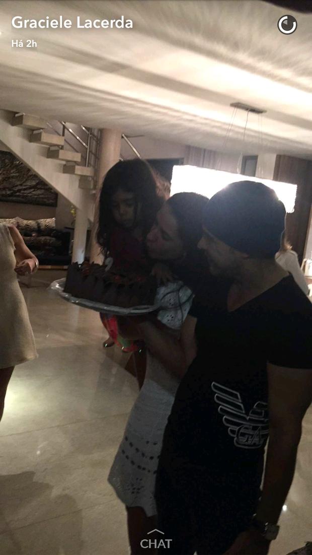 Graciele Lacerda ganha festa de aniversário (Foto: Reprodução/Snapchat)