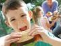 Hora do lanche: porções menores e frutas combatem obesidade infantil