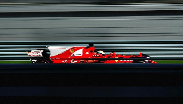 Sebastian Vettel larga na pole position na Rússia