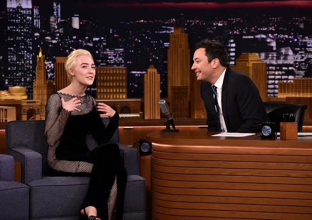 Saoirse Ronan no The Tonight Show de Jimmy Fallon (Foto: Getty Images)