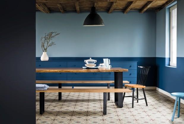 Sala de jantar com paredes azuis (Foto: Divulgação)