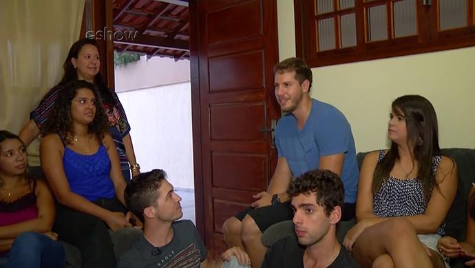 Amigos do mineiro mostram a república onde ele mora em Macaé, no Rio de Janeiro (Foto: Gshow)