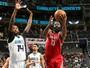 Harden dita o ritmo, Rockets arrancam no 2º tempo e vencem os Hornets fora