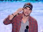 Astros Mila Kunis e Ashton Kutcher ficam noivos, dizem sites