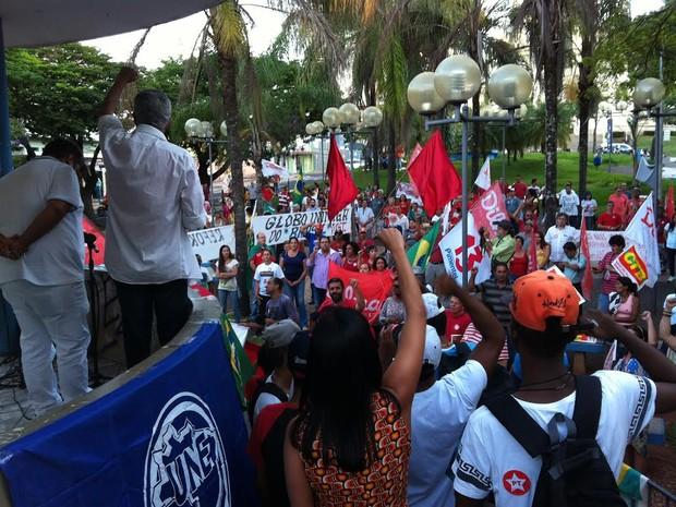 Protesto em Uberaba pró-Dilma (Foto: Alex Rocha/G1)