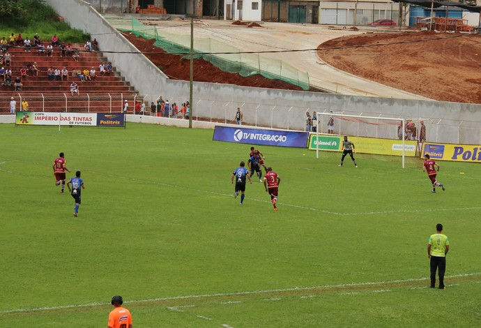 Tabajara X Luizote na semifinal do Campeonato Amador de Uberlândia (Foto: Caroline Aleixo)