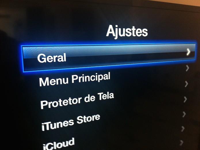 Acessando as configurações gerais da Apple TV para vincular um teclado Bluetooth (Foto: Reprodução/Marvin Costa)
