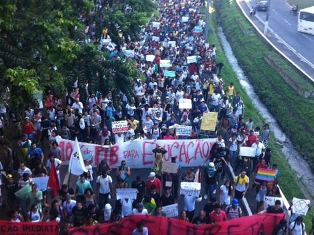 Manifestação no Vale do Canela, em Salvador (Foto: Egi Santana/G1)