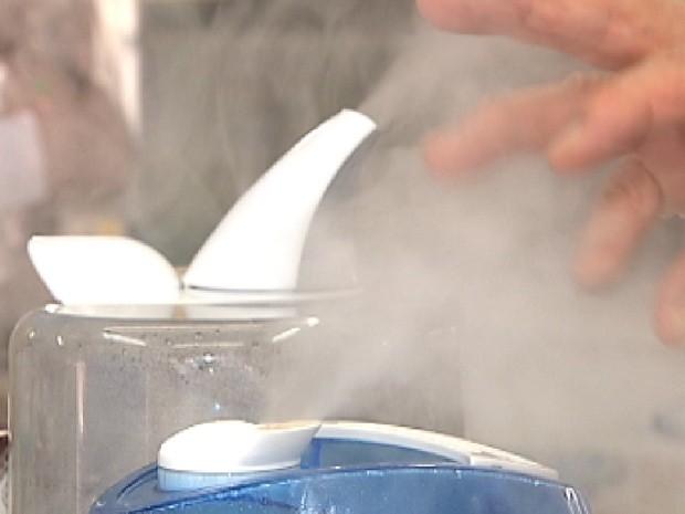 Umidificadores de ar também ajudam a combater o tempo seco (Foto: Reprodução/TV Tem)