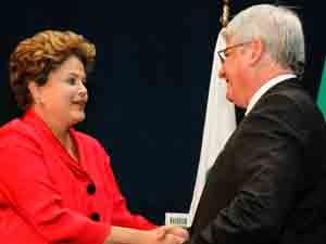 Rodrigo Janot recebe os cumprimentos da presidente Dilma Rousseff (Foto: Roberto Stuckert Filho/PR)
