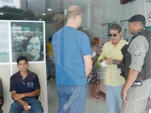 Cooperativa de crédito foi assaltada no início da tarde de sexta-feira, em João Pessoa (Foto: Walter Paparazzo/G1)