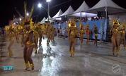 Chuva não estraga desfile de carnaval, mas complica tráfego de veículos no interior