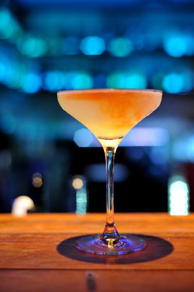 No dia mundial do gin, aprenda a receita de 10 drinks com a bebida
