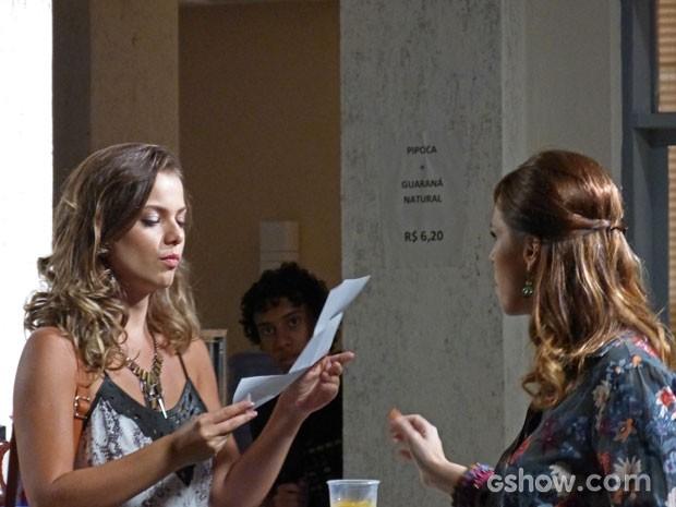 Bárbara e Raissa conversam sobre a carta de amor (Foto: Malhação / Tv Globo)