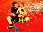 Ex-BBB Max sai sozinho com a filha após vitória judicial: 'Só quero ser pai'