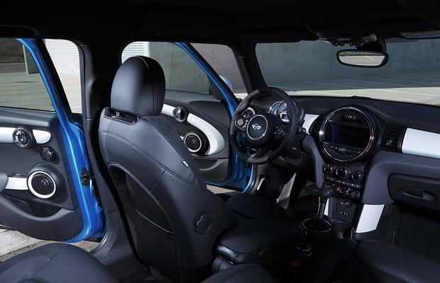 Interior do Mini Cooper quatro portas (Foto: Divulgação)