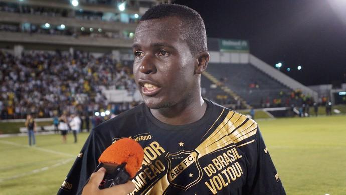 Jones Carioca atacante do ABC (Foto: Augusto Gomes/GloboEsporte.com)