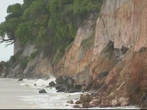 Falésia do Cabo Branco em estado de emergência (Foto: Reprodução/TV Cabo Branco)