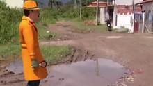 Zé do Bairro foi em Paraty conferir reclamações no Jabaquara (Reprodução/ RJTV 1ª Edição)
