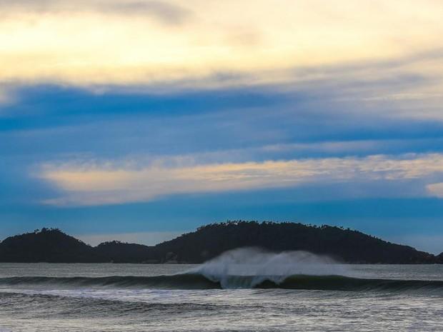 Sol aparece entre nuvens nesta quarta-feira (1) (Foto: Carolina Lopes/G1)