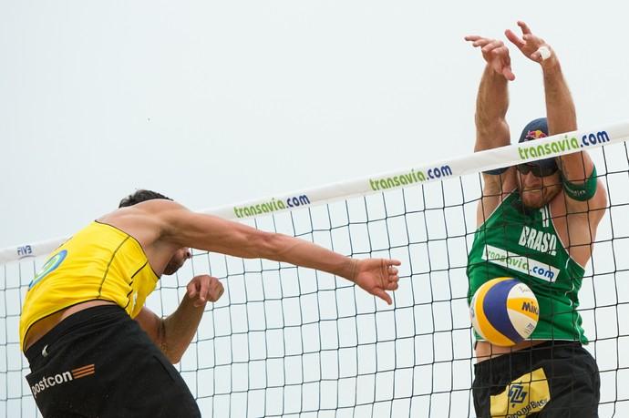 Alison bloqueio (Foto: Divulgação/FIVB)