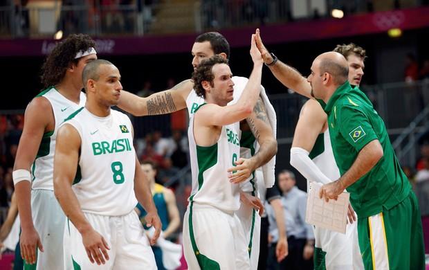 basquete marcelinho huertas alex varejão brasil australia londres 2012 (Foto: Agência Reuters)