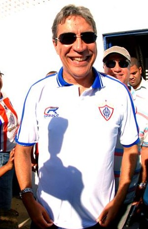 Marcelo Déda com a camisa do Itabaiana (Foto:  Marcelle Cristinne/ASN)