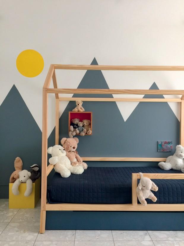 Décor do dia: quarto infantil com pinturas geométricas e cama de casinha (Foto: divulgação)