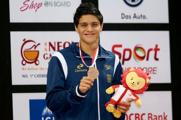 Felipe Souza exibe a medalha de prata na prova dos 100m livre (Foto: Satiro Sodre/SSPress)