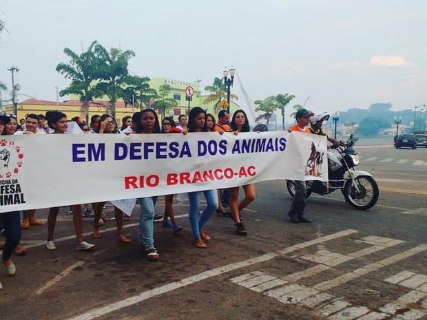 Ativistas pedem punições mais severas para crimes contra animais (Foto: Divulgação/Amor a Quatro Patas)