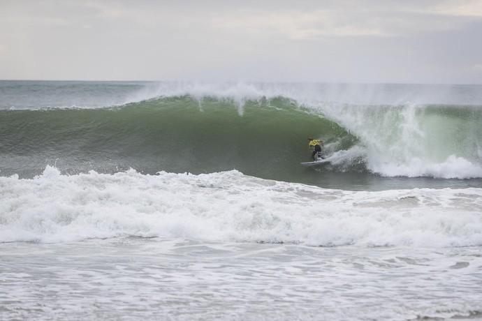 John John Florence pega tubo na etapa de Peniche do Mundial de Surfe (Foto: Divulgação)