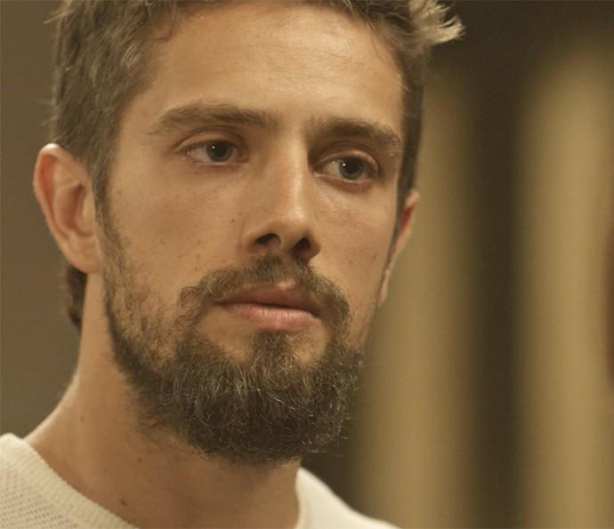 César fica surpreso quando Alice termina namoro (Foto: TV Globo)