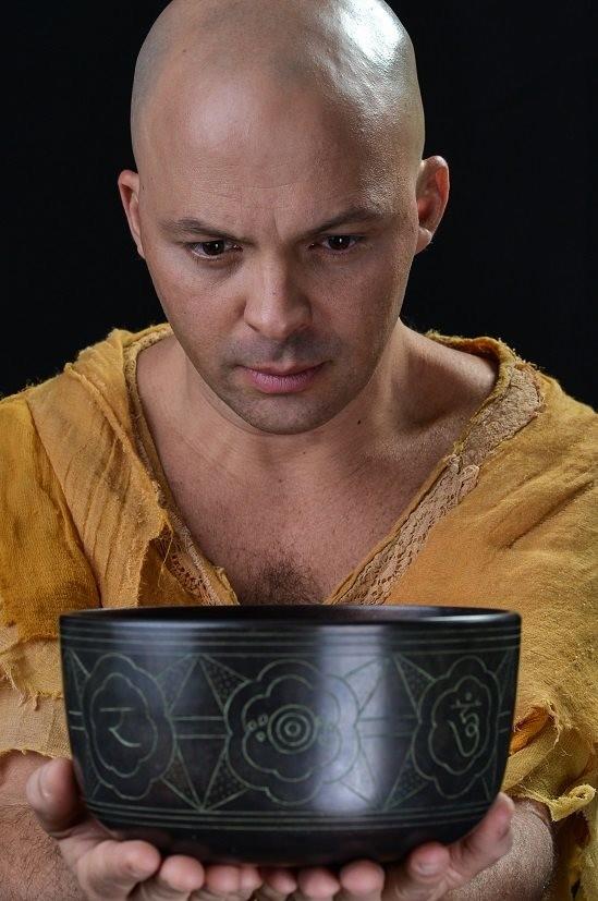 Daniel Lobo atua no espetáculo (Foto: Nise da Silveira - Guerreira da Paz/Divulgação)