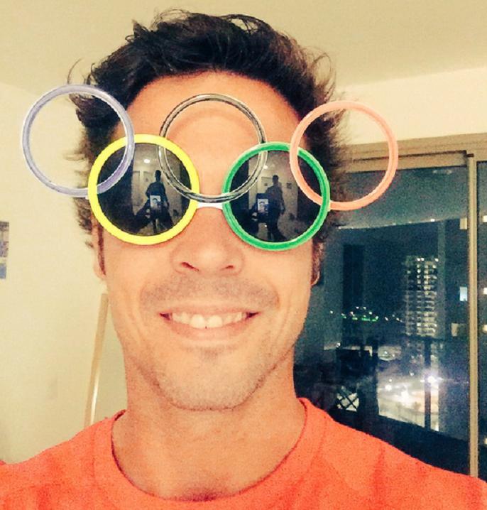 Pau Quemada de óculos olímpico (Foto: Reprodução / Twitter )