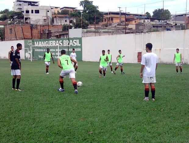 o time sub 17 da Escolinha de Futebol do Vasco de Divinópolis  MG (Foto: Marina Alves)