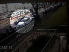 Criminoso armado tenta assaltar motorista em rua de Goiânia; vídeo