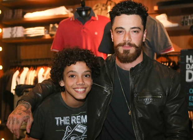 Felipe Titto e o filho, Theo (Foto: Iwi Onodera/Brazil News)