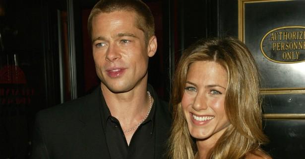 Jennifer Aniston e Brad Pitt contrariaram todos os tabloides e revistas de fofocas uma década atrás, negando que estivessem se separando. Uma semana depois de os boatos ganharem as manchetes o casal admitiu oficialmente que estava se divorciando. (Foto: Getty Images)