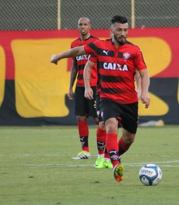 Dátolo em jogo pelo Vitória (Foto: Maurícia da Mata / Divulgação / EC Vitória)