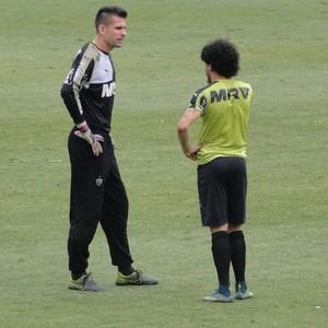 Victor e Luan Atlético-MG (Foto: Léo Simonini)