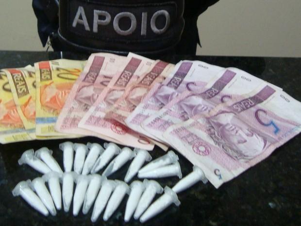 GCM apreendeu drogas e dinheiro em Santa Bárbara d'Oeste (Foto: Divulgação/GCM)