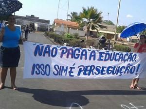 Categoria foi com cartazes às ruas da cidade (Foto: Divulgação/Sintepp Alenquer)