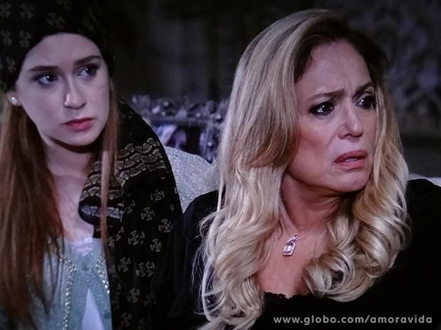 Pilar dá uma bronca em Leila (Foto: Amor à Vida / TV Globo)