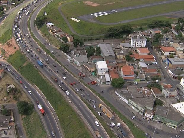 Piloto tentou pousar na pista do Aeroporto do Carlos Prates, em BH. (Foto: Reprodução/TV Globo)