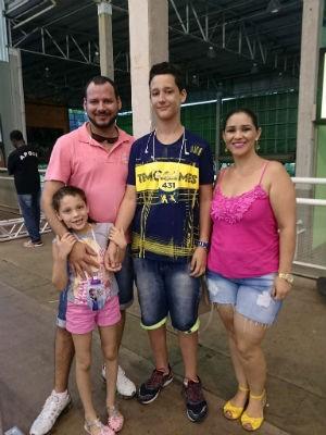 Família se divertiu e torceu pelo estudante  (Foto: Ana Paula Yabiku/G1)