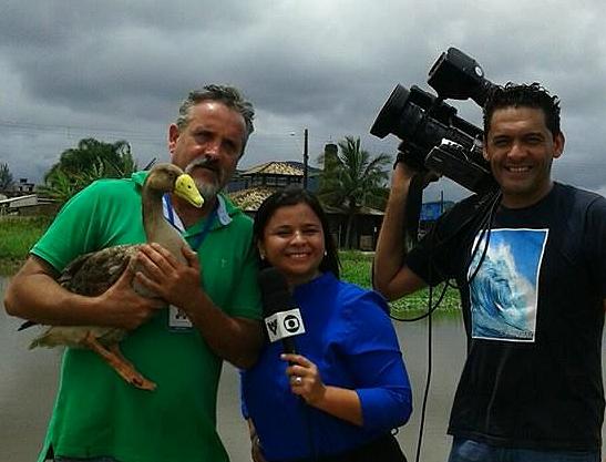 Cristian Negrão, técnico ambiental, a repórter Dione Aguiar e o cinegrafista Rinaldo Rori (Foto: Arquivo Pessoal)